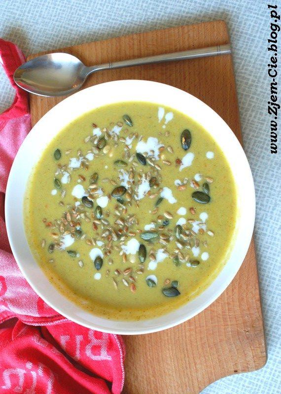 Zupa borkułowa z mleczkiem kokosowym