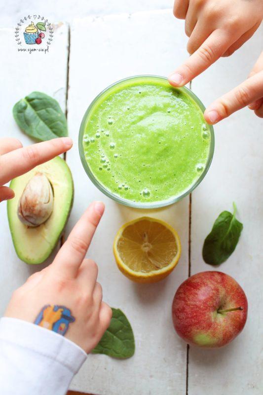 Zielone smoothie ze szpinakiem i awokado